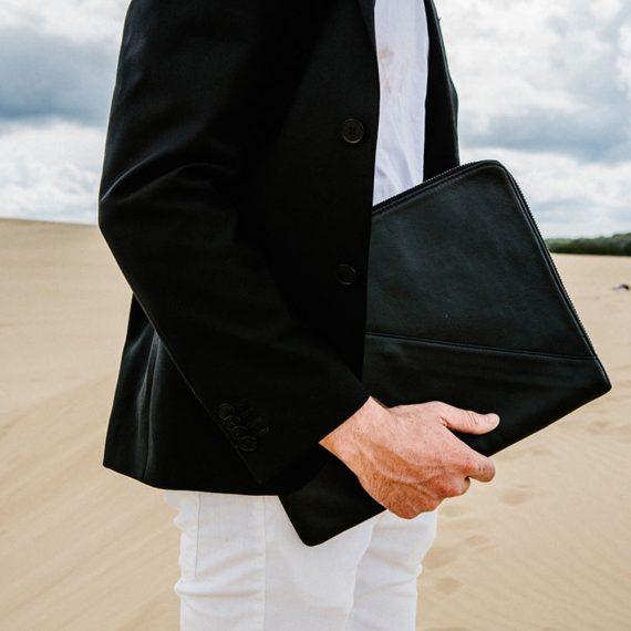 Business Folio Man Handmande